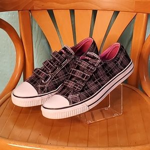 Airwalk sneakers black pink plaid size 7